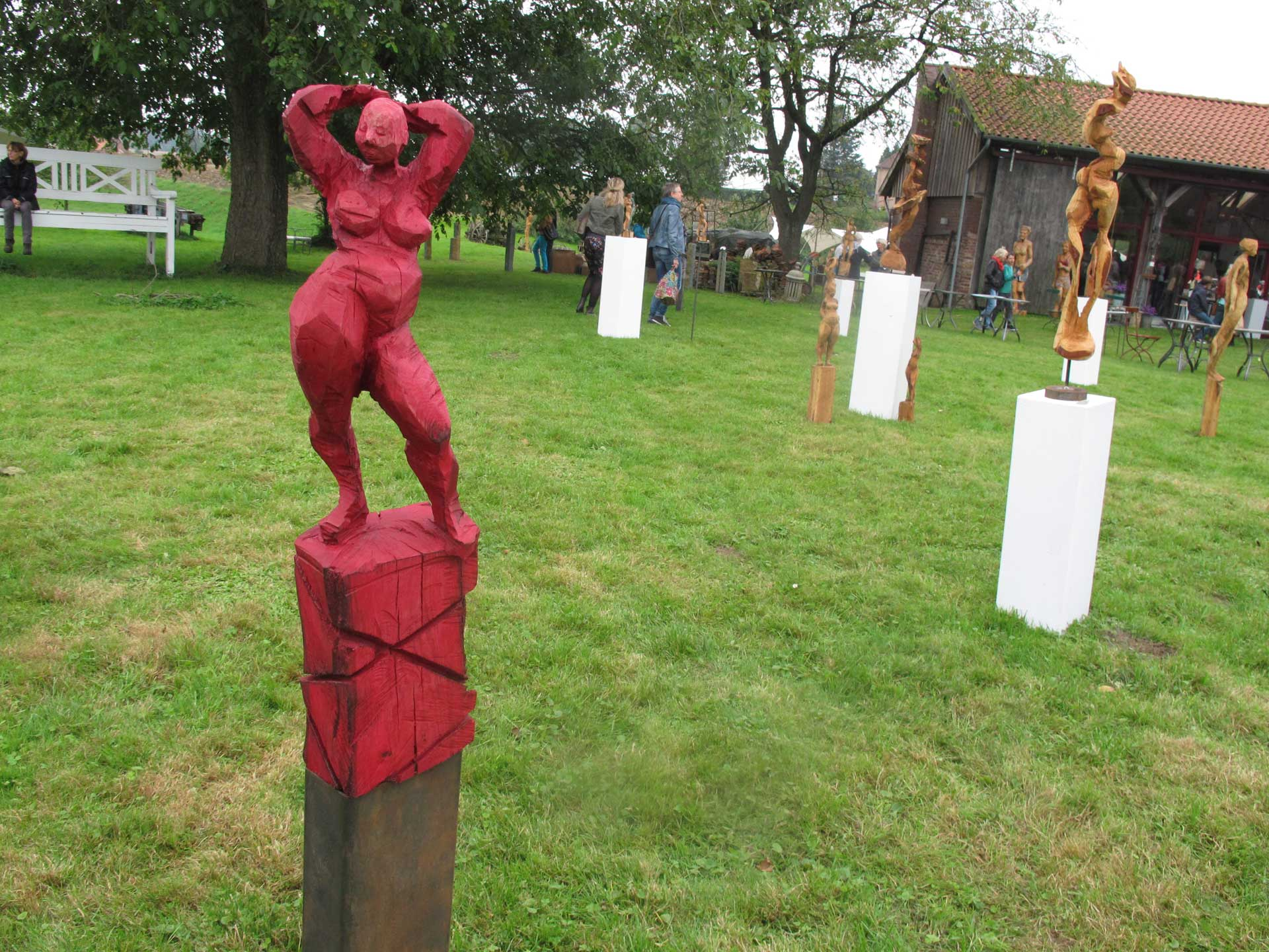 HofKunst in Häger - 2013 - Rote Frau